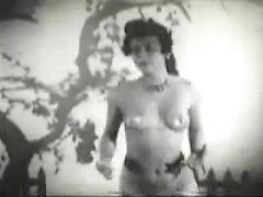 Nude vintage babe with perky tits dances sensually in pinup porn